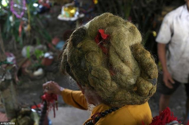 Báo Anh viết về cụ ông 92 tuổi người Việt không cắt tóc suốt 80 năm qua - 2