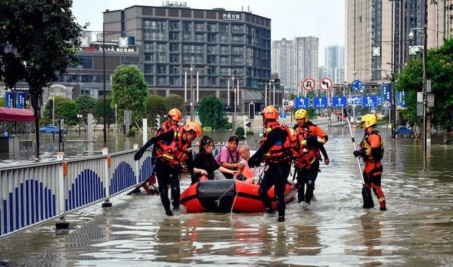 Nền kinh tế Trung Quốc chao đảo bởi thảm họa lũ lụt - 1