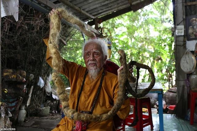 Báo Anh viết về cụ ông 92 tuổi người Việt không cắt tóc suốt 80 năm qua - 4