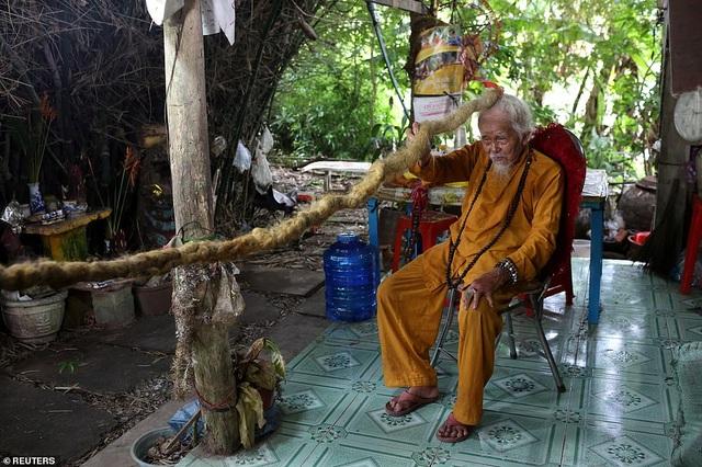 Báo Anh viết về cụ ông 92 tuổi người Việt không cắt tóc suốt 80 năm qua - 5