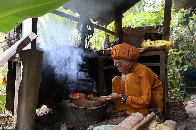 Báo Anh viết về cụ ông 92 tuổi người Việt không cắt tóc suốt 80 năm qua - 7