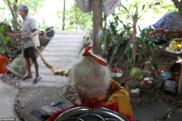 Báo Anh viết về cụ ông 92 tuổi người Việt không cắt tóc suốt 80 năm qua - 8