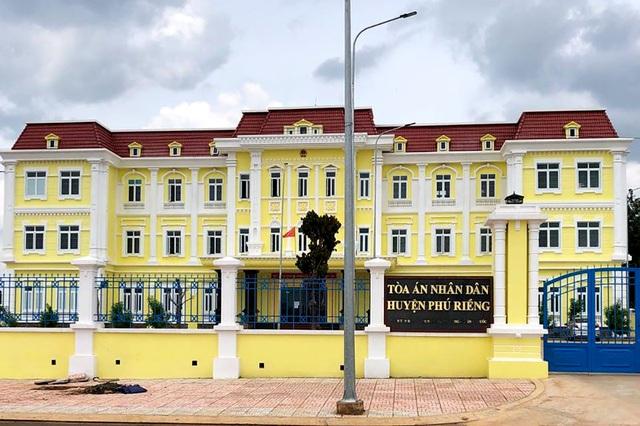 Thi hành án đối với bị cáo uống thuốc tự tử tại TAND tỉnh Bình Phước - 1
