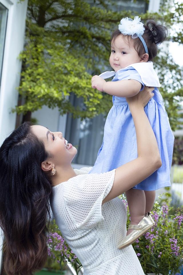 Nguyễn Ngọc Anh lần đầu hé lộ về con gái 1 tuổi xinh như búp bê - 5