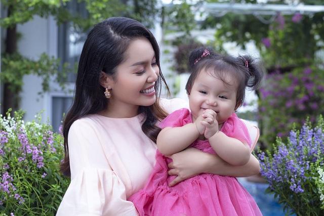 Nguyễn Ngọc Anh lần đầu hé lộ về con gái 1 tuổi xinh như búp bê - 6
