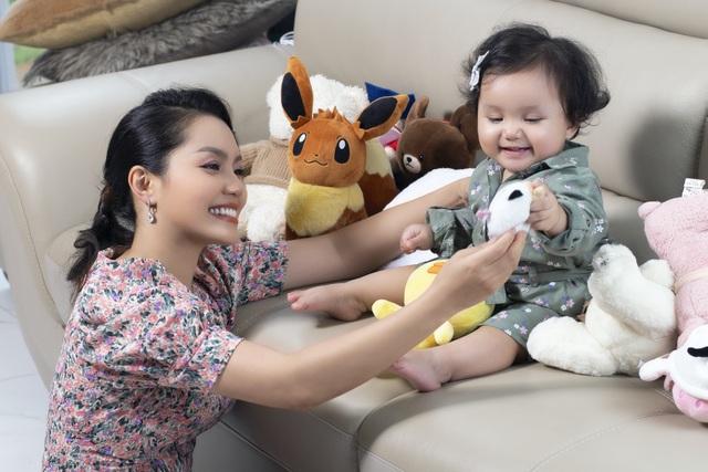 Nguyễn Ngọc Anh lần đầu hé lộ về con gái 1 tuổi xinh như búp bê - 1