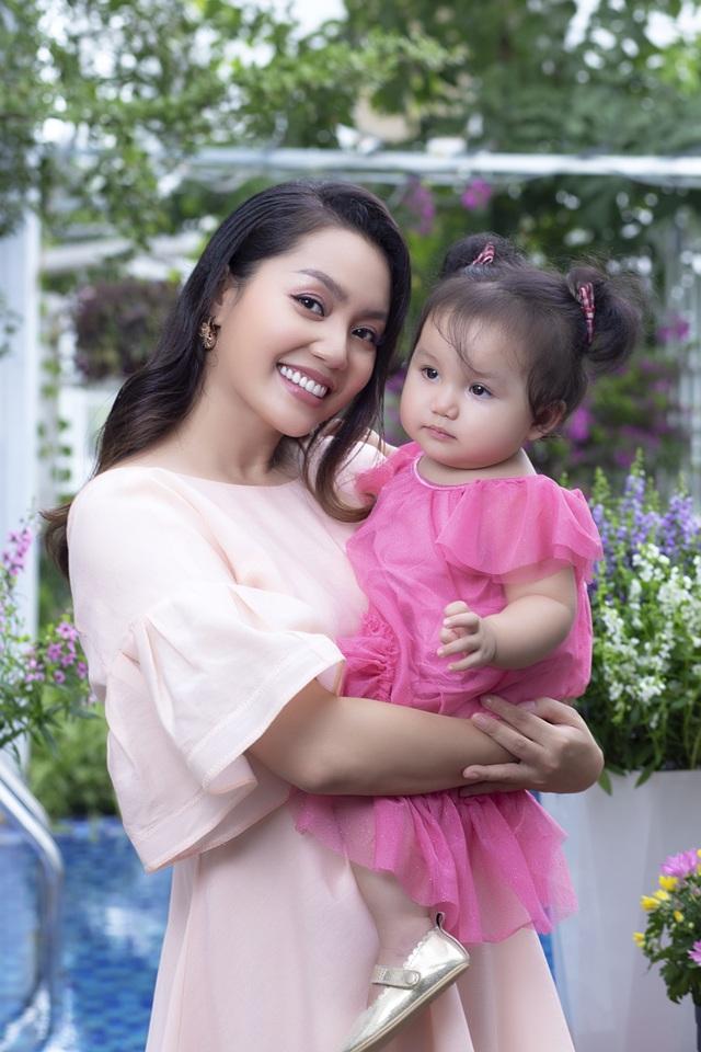 Nguyễn Ngọc Anh lần đầu hé lộ về con gái 1 tuổi xinh như búp bê - 7