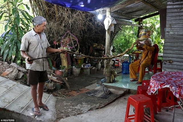 Dị nhân Việt Nam 80 năm không cắt tóc lên báo quốc tế - 2