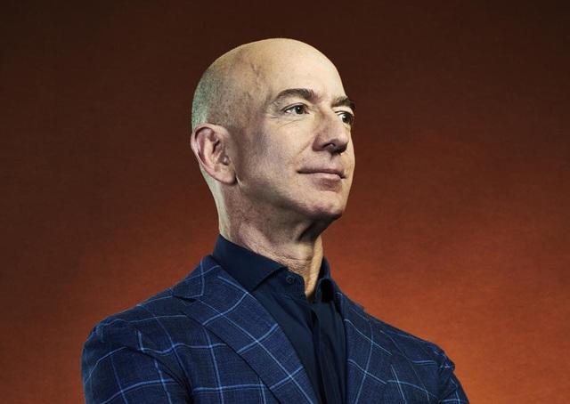 Ông chủ Amazon là người đầu tiên trong lịch sử có tài sản vượt 200 tỷ USD - 1