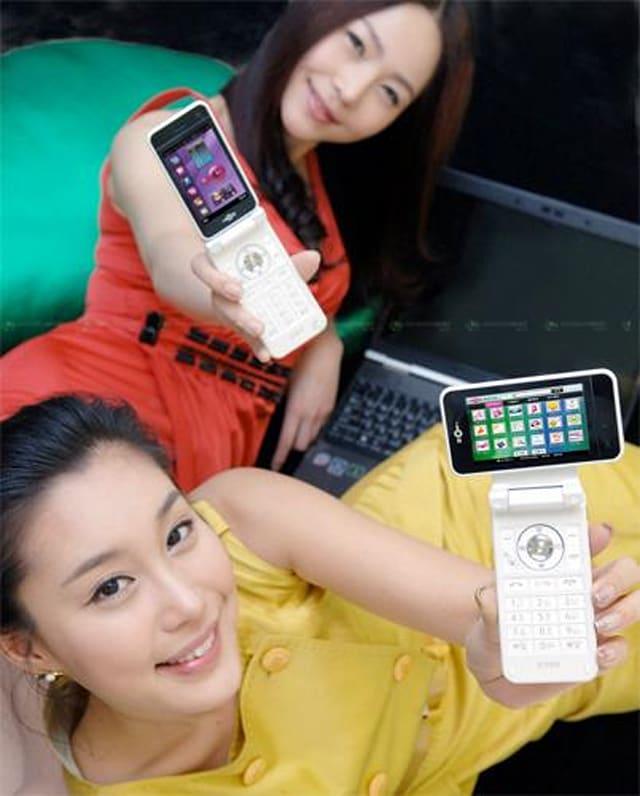 Lộ video thực tế smartphone màn hình xoay độc đáo của LG - 2