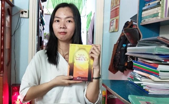 Nữ sinh đạt điểm 10 Ngữ Văn ở An Giang: Đam mê đọc sách, tự học là chính - 2