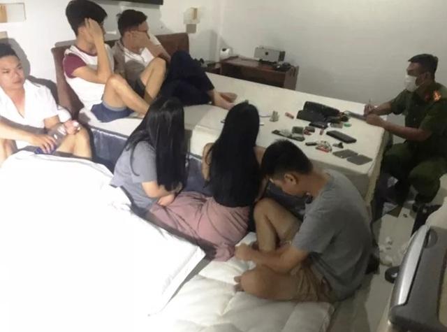 13 nam nữ thanh niên thuê phòng khách sạn để phê ma túy - 1