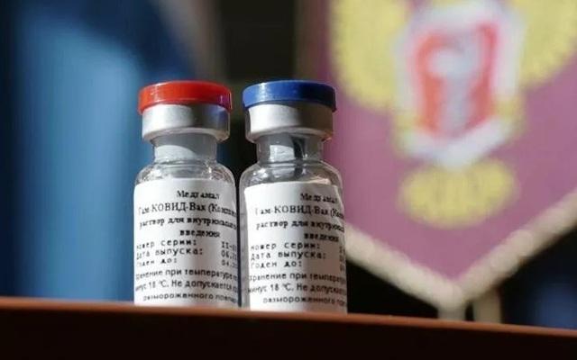 Ông Putin tiết lộ chuyện con gái tình nguyện thử vắc xin Covid-19 - 1