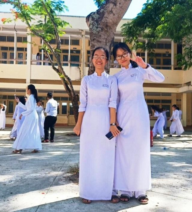 Ngưỡng mộ chị em sinh đôi đạt thủ khoa, á khoa kỳ thi tốt nghiệp THPT 2020 - 1