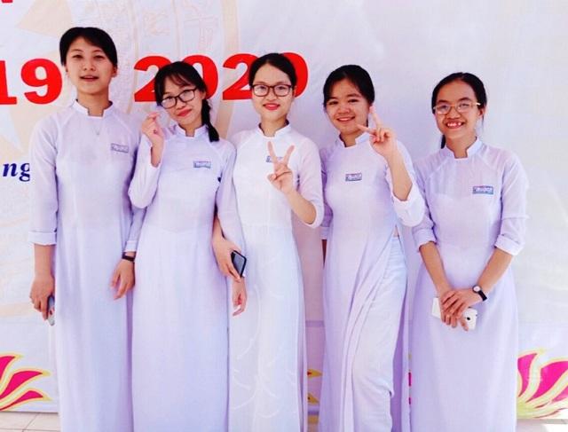 Ngưỡng mộ chị em sinh đôi đạt thủ khoa, á khoa kỳ thi tốt nghiệp THPT 2020 - 2