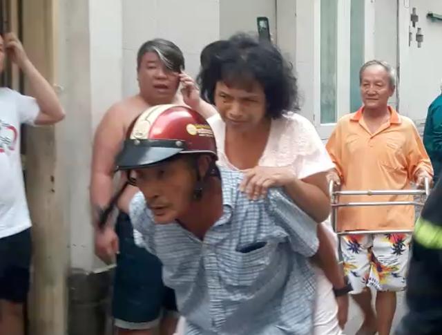 Cháy lớn tại căn nhà trong hẻm ở trung tâm Sài Gòn - 2