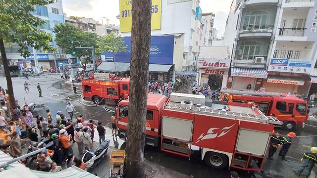 Cháy lớn tại căn nhà trong hẻm ở trung tâm Sài Gòn - 3