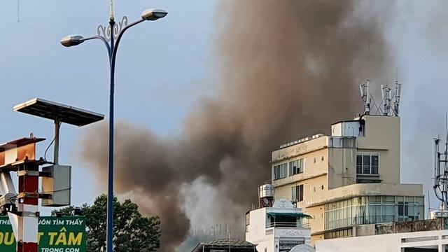 Cháy lớn tại căn nhà trong hẻm ở trung tâm Sài Gòn - 4