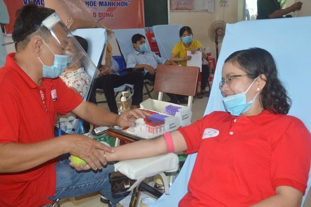 Nữ cán bộ dân vận 38 tuổi, với 30 lần hiến máu tình nguyện - 1