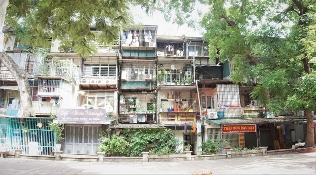 Hà Nội: Bất lực trước những khu chung cư cũ chờ sập - 1