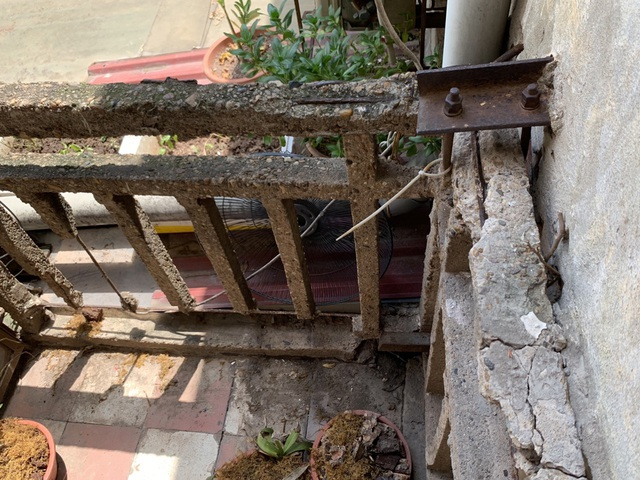 Hà Nội: Bất lực trước những khu chung cư cũ chờ sập - 11