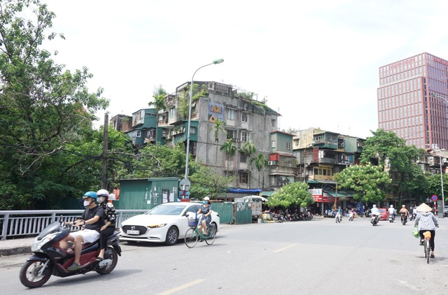 Hà Nội: Bất lực trước những khu chung cư cũ chờ sập - 6