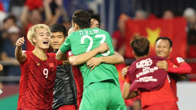AFC ngưỡng mộ con đường thành công của thủ môn Đặng Văn Lâm - 4