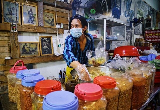 Chàng nghệ sĩ bán bánh tráng trộn thu nhập 20 triệu đồng/tháng - 10