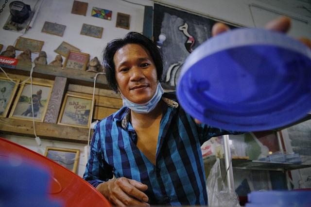 Chàng nghệ sĩ bán bánh tráng trộn thu nhập 20 triệu đồng/tháng - 5