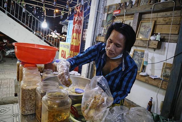 Chàng nghệ sĩ bán bánh tráng trộn thu nhập 20 triệu đồng/tháng - 6