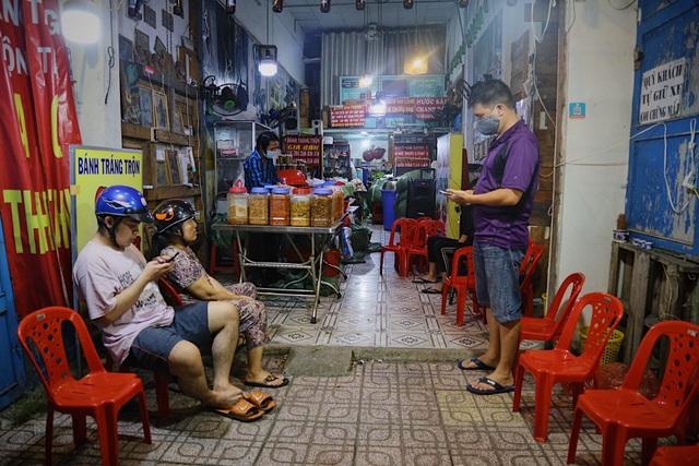 Chàng nghệ sĩ bán bánh tráng trộn thu nhập 20 triệu đồng/tháng - 9