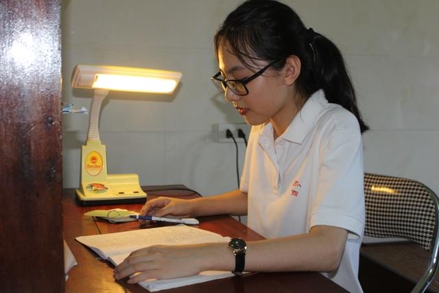 Nữ sinh chia sẻ bí quyết tự học giành điểm 10 môn tiếng Anh - 2
