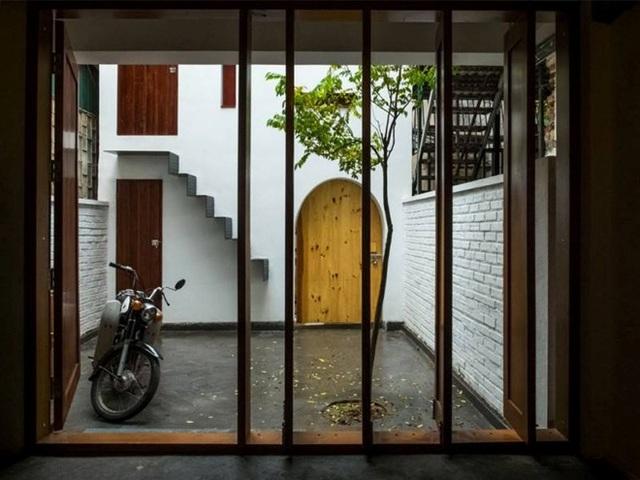 Nghệ sĩ guitar xây nhà mái dốc độc lạ ở Hà Nội chỉ với 300 triệu đồng - 5