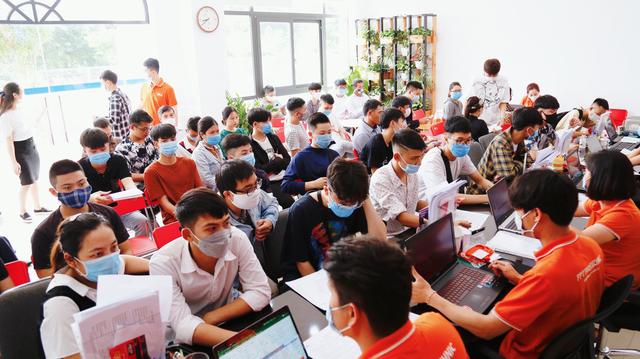 Gần 6.000 tân sinh viên nhập học Cao đẳng FPT Polytechnic sau 2 ngày công bố điểm thi tốt nghiệp THPT - 2