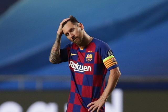 Messi chưa rời Barca, CĐV nữ xinh đẹp đã chuyển qua ủng hộ… Man City - 2