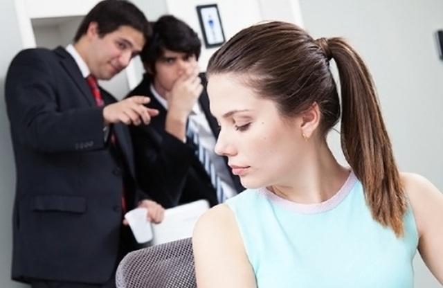 Nữ nhân viên bỏ việc vì nỗi sợ bị quấy rối tình dục nơi công sở - 1
