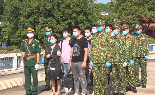 Lào Cai : Trao trả 10 người nhập cảnh trái phép VN cho Trung Quốc - 1