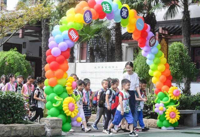 Trung Quốc: Trường học trên toàn quốc mở cửa trở lại - 1