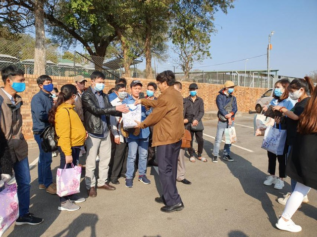 Người Việt tại châu Phi vui mừng tham gia chuyến bay hồi hương - 2