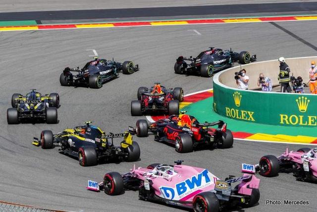 Hamilton thắng nhạt nhẽo trong chặng đua của sự cố và tai nạn - 7