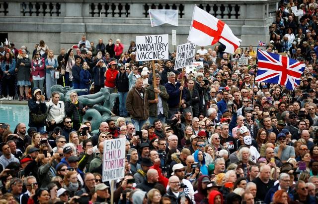 Hàng nghìn người Anh biểu tình phản đối biện pháp chống dịch Covid-19 - 3