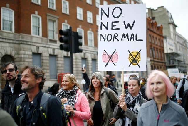 Hàng nghìn người Anh biểu tình phản đối biện pháp chống dịch Covid-19 - 6