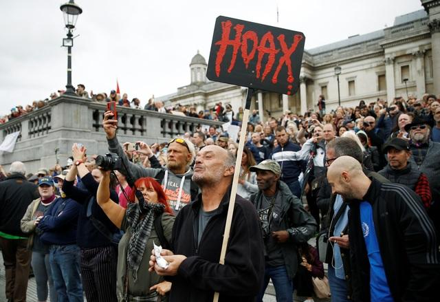 Hàng nghìn người Anh biểu tình phản đối biện pháp chống dịch Covid-19 - 7