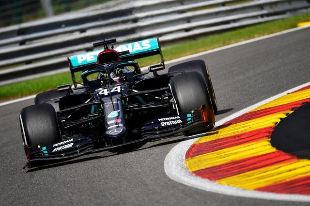 Hamilton thắng nhạt nhẽo trong chặng đua của sự cố và tai nạn - 5