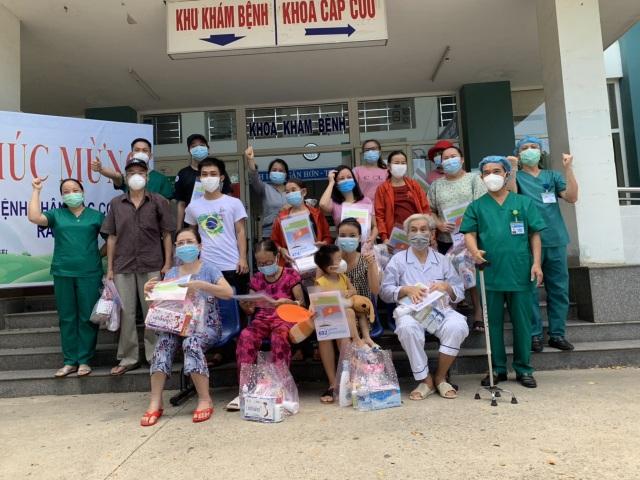 Đà Nẵng: Thêm nhiều bệnh nhân Covid-19 có bệnh lý nền nặng được xuất viện - 1