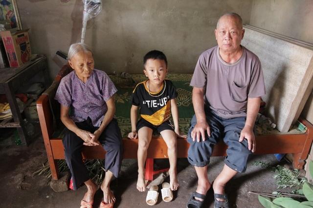 Thương cậu bé 6 tuổi chơ vơ sau ngày bố qua đời, mẹ bỏ đi biệt tích - 4