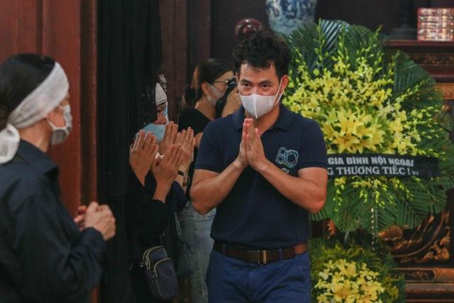 Người thân, đồng nghiệp nghẹn ngào tiễn biệt NSND Trần Phương - 14