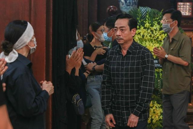 Người thân, đồng nghiệp nghẹn ngào tiễn biệt NSND Trần Phương - 11