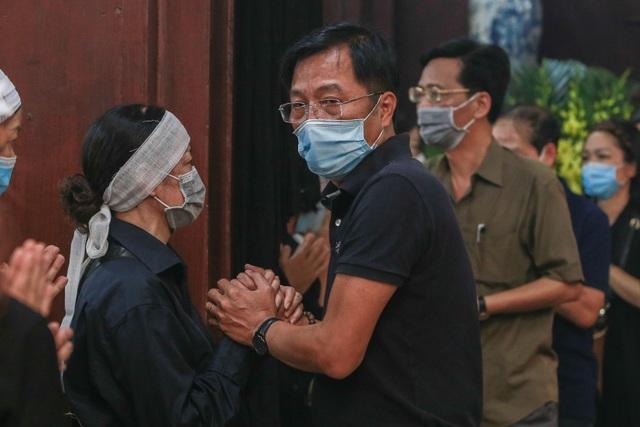 Người thân, đồng nghiệp nghẹn ngào tiễn biệt NSND Trần Phương - 10