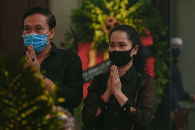 Người thân, đồng nghiệp nghẹn ngào tiễn biệt NSND Trần Phương - 17